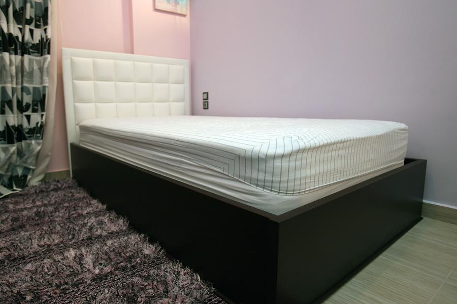 Κρεβάτι με δεμάτινη πλάτη