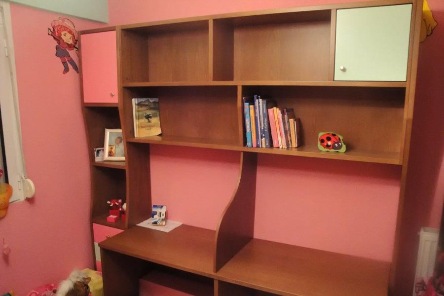 Παιδική βιβλιοθήκη - γραφείο